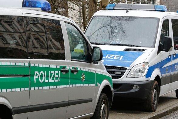Polizei löst Demonstration am Karl-Marx-Kopf auf