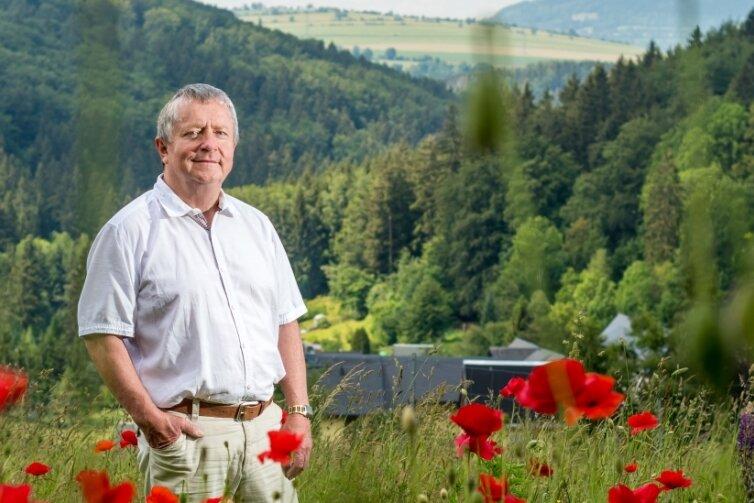 Sowohl beruflich als auch privat beim Wandern ist Jörg Stephan oft und gern in Großrückerswalde und seinen Ortsteilen - wie hier in Schindelbach - unterwegs.