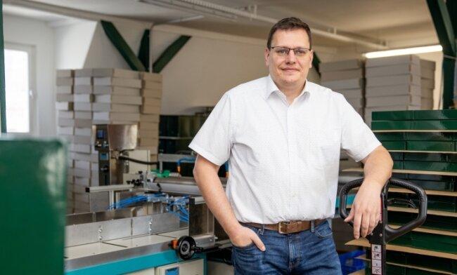 Die Buchholzer Firma Sacher - im Bild Geschäftsführer Ulf Sacher - ist in den vergangenen fünf Jahren um 40 Prozent gewachsen. In den Ausbau des Standortes und neue Maschinen floss in dieser Zeit etwa eine Million Euro. Nun ist ein weiterer Schritt geplant.