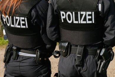 Obwohl es bei dem Spiel vor 444 Zuschauern im Vogtlandstadion um nichts ging, zeigte die Polizei Flagge. Etwa 20 Beamte waren im Einsatz.