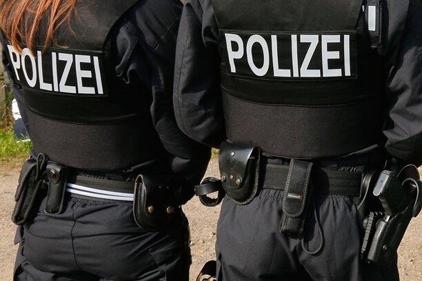 Polizeibeamte des Freistaats Sachsen waren in der Hinrunde der abgelaufenen Spielzeit in der 3. Liga für Heimspiele des FSV Zwickau insgesamt 9588 Stunden im Einsatz.