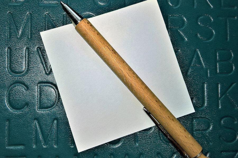 Beliebter Werbeartikel: Holzkugelschreiber gravieren oder bedrucken?