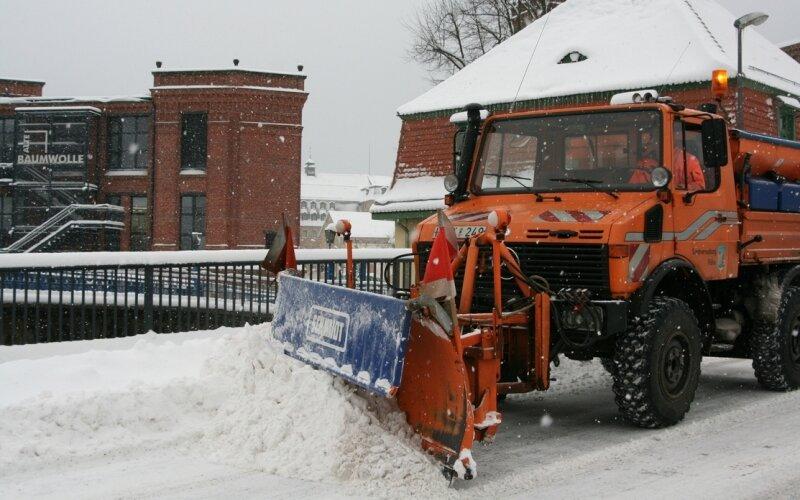 Hermann Seifert sorgt seit 1991 im Winter an neuralischen Punkten in Flöha für freie Straßen.