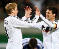 Michael Ballack (r.) und Marcell Jansen trafen gegen Liechtenstein