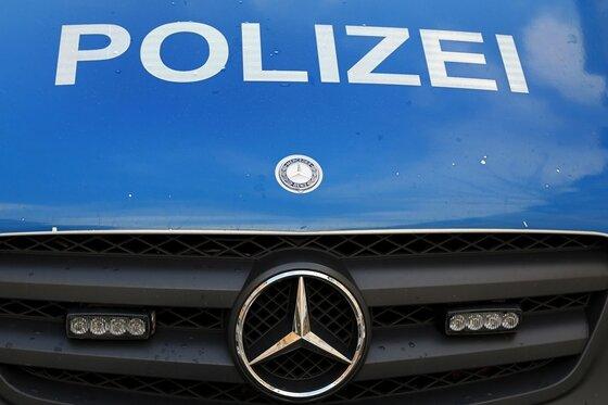 Nach Schlägerei in Pöhl: Vier verletzte Beamte, drei Festnahmen