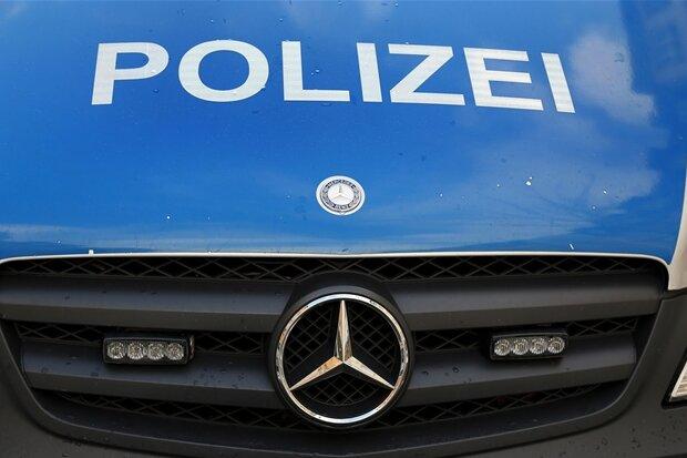 VW bremst auf B 174 Autofahrer aus und verhindert Überholmanöver