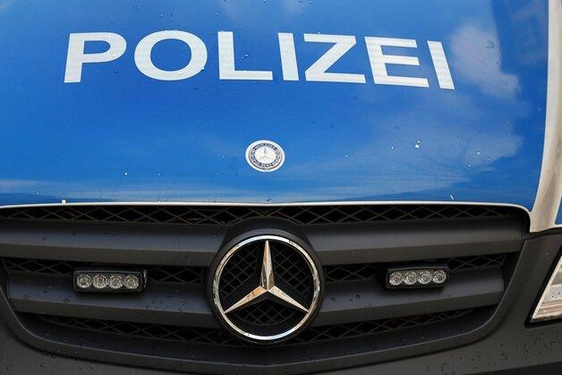 Update: Polizei greift Personen ohne Papiere und mutmaßliche Schleuser auf