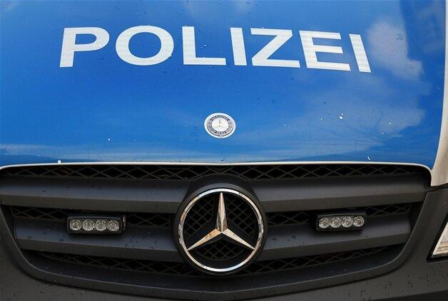 Lichtentanne: Jungendlicher gibt Steinwurf auf Auto zu