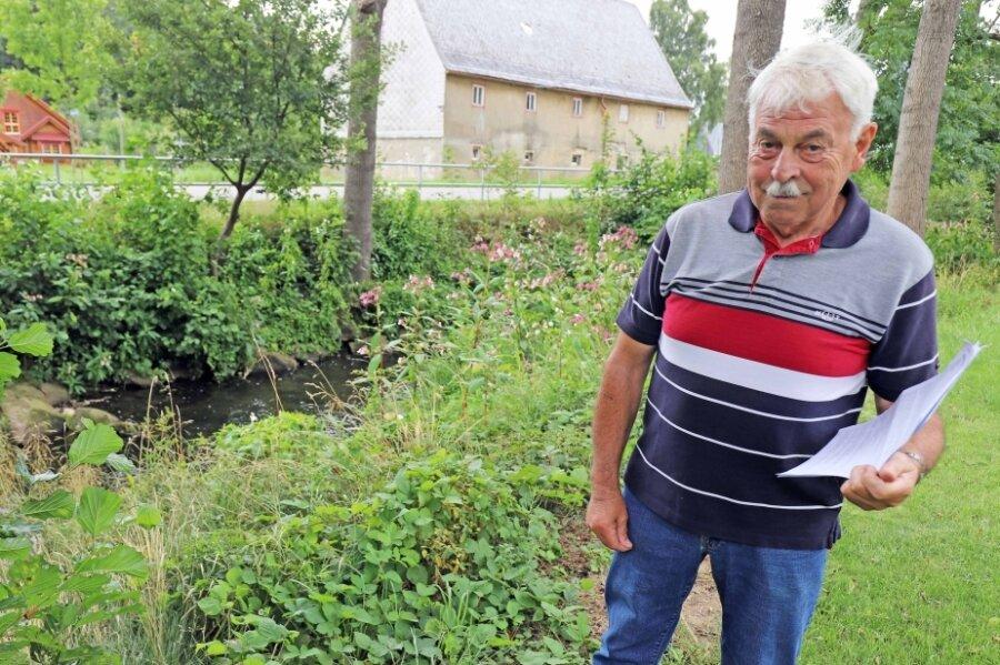 Peter Butter auf seinem Grundstück direkt neben der Bobritzsch in Niederbobritzsch.
