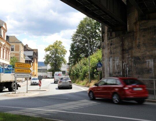 Hier ist ab Montag kein Durchkommen: Am Kreisverkehr Viadukt in Schwarzenberg wird der Abzweig in Richtung Annaberg-Buchholz gesperrt.