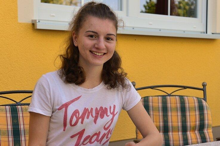 Julia Nebe aus Langenstriegis hat ihren Abschluss an der Oberschule Hainichen mit 1,0 gemacht. Jetzt macht sie ihr Abitur.