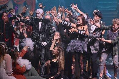 """Szene aus dem Musical """"Schrille Nacht- ein Weihnachtsalptraum"""" mit Elias Werner als Jack."""