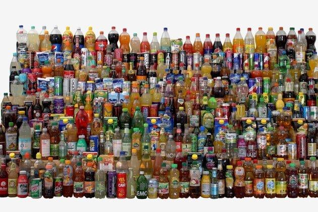 Jedes dieser 345 Getränke enthält mehr als fünf Prozent Zucker - also vier Zuckerwürfel pro 250-Milliliter-Glas