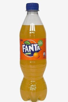 Fanta: In der in Deutschland verkauften Flasche steckt mit 9,1 g Zucker pro 100 ml doppelt so viel Zucker wie in der, die es in Großbritannien gibt.