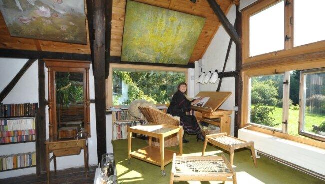 Regine Heinecke in ihrem Wohnatelier. Das Foto entstand im Jahr 2011.