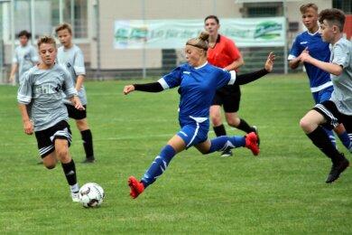 Beim Spiel der U 15 Akteure SpG Lunzenau/Göritzhain/Oberhain gegen SpG Burgstädt/Röhrsdorf gewannen die Gastgeber mit 6:2. Wobei 3 Tore von Davina Graf (Mitte)erzielt wurden.