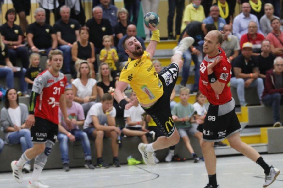 Lange Zeit hatten die Oberlosaer Spieler (im Foto Sebastian Duschek am Ball) und Fans Grund zum Jubeln. Doch die Hannoveraner drehten das Spiel in dem Moment, in dem keiner mehr den Gast auf dem Zettel hatte.