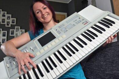 Luise Egermann ist leidenschaftliche Musikerin. Sie singt, spielt Piano und Kontrabass. Die 35-Jährige lebt ihr Hobby in verschiedensten Bands und Stilrichtungen aus. In der erzgebirgischen Mundartszene ist die Beierfelderin ein Begriff für solide Tonkunst.