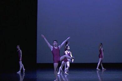 """Tanz zu Maschinenmusik: der erste Satz von """"Remixed - Variationen über Beethovens IX. Sinfonie""""."""
