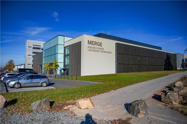 Der vor wenigen Wochen fertiggestellte Laboranbau für das Merge-Zentrum wird derzeit mit Laborgeräten und Technik ausgestattet.