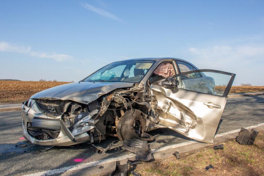 Vier Verletzte bei Unfall mit vier Autos in Günsdorf
