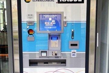 Der Kassenautomat hilft bei kontaktlosen Zahlungen.