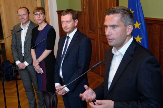 Wolfram Günther (v.l.n.r.) und Katja Meier, Spitzenkandidaten von Bündnis 90/Die Grünen zur sächsischen Landtagswahl, Ministerpräsident Michael Kretschmer (CDU) und Martin Dulig, Vorsitzender der SPD Sachsen.