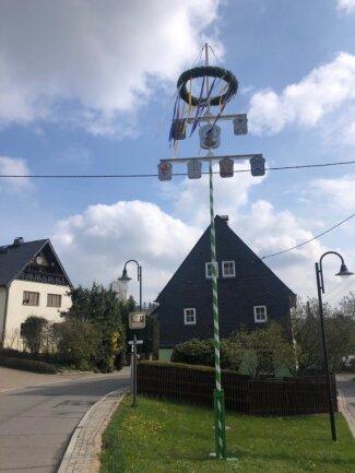 Das Bild zeigt den Maibaum am Samstag in Grünberg.