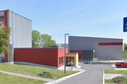Die angestrebte Oberschule plus könnte an der Grundschule Großschirma (Foto) oder an der Grundschule in Siebenlehn entstehen.