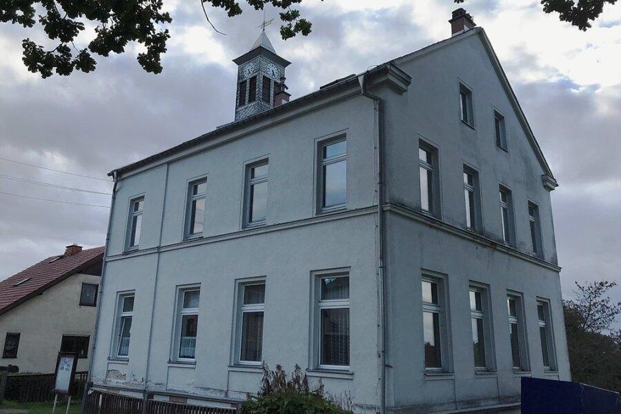 Die Tage der alten Schule in Wernitzgrün sind gezählt. Frühestens ab Mitte Oktober rollt der Abrissbagger an der Landwüster Straße an.