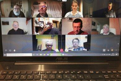 Videokonferenz statt Treffen im Bürgerhaus: Mitglieder des Fotoclubs 78 Berthelsdorf nutzen die digitale Möglichkeit zur Kommunikation an den regulären Clubabenden. Ein Ersatz für reale Treffen ist es keinesfalls.