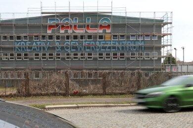 """Aus der Produktionshalle des ehemaligen Textilveredlungswerkes in Glauchau wird das """"Palla Kreativ- und Gewerbezentrum""""."""