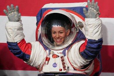 2019 führte Nasa-Ingenieurin Kristine Davis den Prototypen eines neuen Raumanzuges vor.