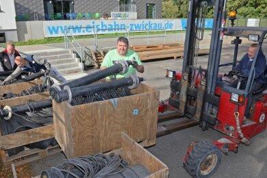 Am Eisbahn-Gelände wird schon wieder gearbeitet. Auch die Eisstock-Fläche soll wieder aufgebaut werden.