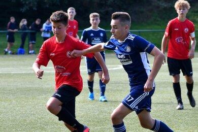 Die C-Junioren des SV Barkas Frankenberg um Lenny Scheider (l.) hatten gegen Soccer for Kids Dresden das Nachsehen.