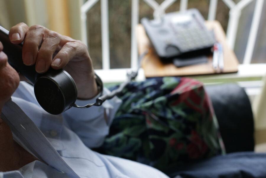Erneute Betrugsanrufe in Zwickau: Falsche Polizisten bringen Senioren um ihr Erspartes