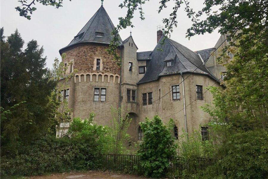 Schloss Reinsberg in Mittelsachsen, gelegen an einem Steilhang über der Bobritzsch: Ein Kaufinteressent wollte die Immobilie an Rechtsextremisten vermieten.