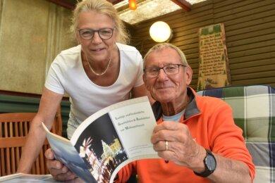 Gelebte Zweisprachigkeit in der Familie: Gerd-Günter Paschen ist Erzgebirger und pflegt diesen Zungenschlag genauso, wie seine Ehefrau Irmgard aus der Alpenregion das Bayerische spricht. In Lindenau besitzt die Familie ein Ferienhäuschen, von wo aus es oft ins Erzgebirge geht.