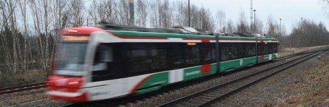 Eine Citylink-Bahn des Chemnitzer Modells auf der Strecke nach Burgstädt. Ab Ende 2020/Anfang 2021 sollen diese Züge auch nach Thalheim und Aue fahren. Jetzt hat der Freistaat die Bewilligung des dafür beantragten Fördergeldes in Aussicht gestellt.