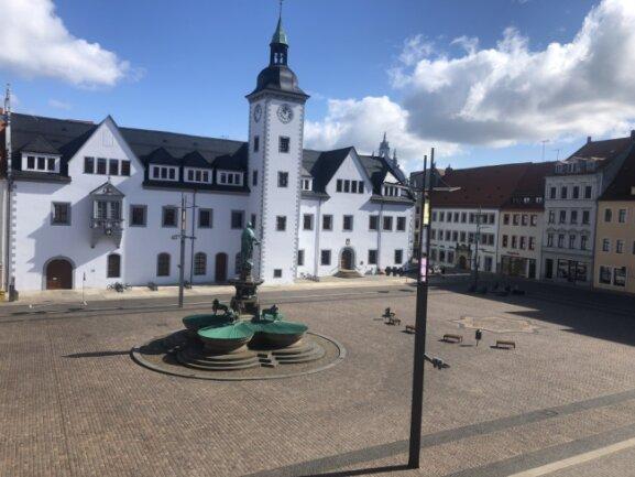 Sonntagvormittag, Obermarkt Freiberg: Es sind keine Menschen zu sehen.