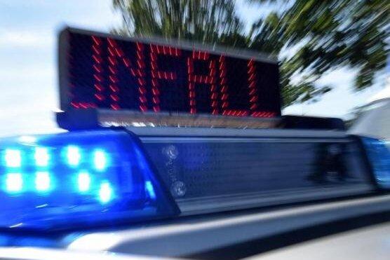 Unfallflucht: Autofahrer lässt verletzte Simson-Fahrerin liegen