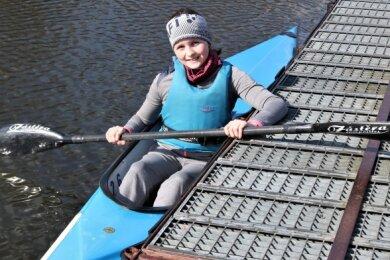 Auch Marleen Kircheis hat diese Woche ihr Kanu auf die Zschopau gesetzt, um am Training teilnehmen zu können. Die zehnjährige Gymnasiastin aus Erdmannsdorf ist seit drei Jahren Mitglied des KSV.