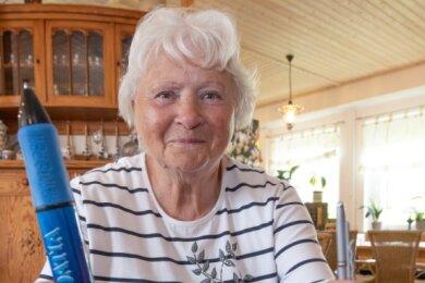 """Waltraud Freitag hat in drei Jahrzehnten 11.562 Kugelschreiber gesammelt. Beim Kugelschreiberfest im """"Landhaus"""" wurde sie vor wenigen Tagen zur Kugelschreiberkönigin gekrönt."""