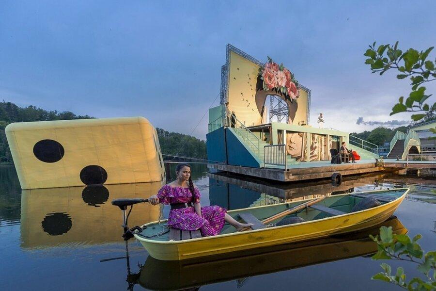 Sängerin Lindsay Funchal bei einer Probe auf der Seebühne Kriebstein.