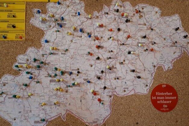 Fußballland Erzgebirge: Die Karte zeigt die Standorte aller im Ligabetrieb mitspielenden Mannschaften im Kreis.