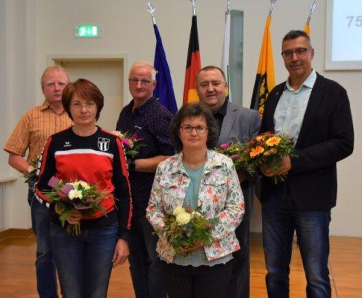 Lorenz Richter, Matthias Gröller, Michael Klose und Torsten Natz (hinten von links) sowie Ilka Meyer und Silke Hartwig (vorn von links) bilden den neuen Vorstand der Sportgemeinschaft Rotschau.