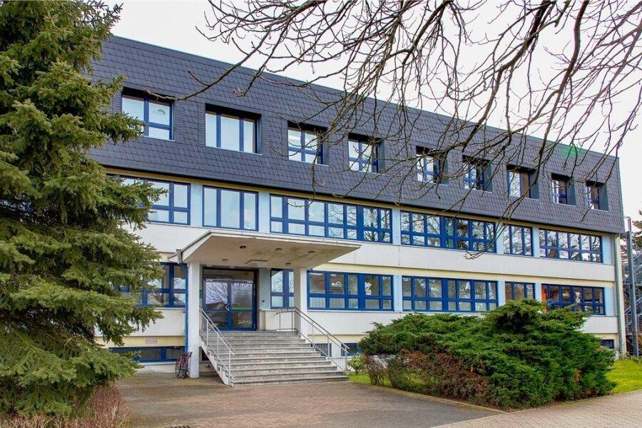 Das Regenbogen-Gymnasium in Augustusburg bleibt nach dem positivenCorona-Test bei einer Lehrerin zunächst bis Mittwoch geschlossen.