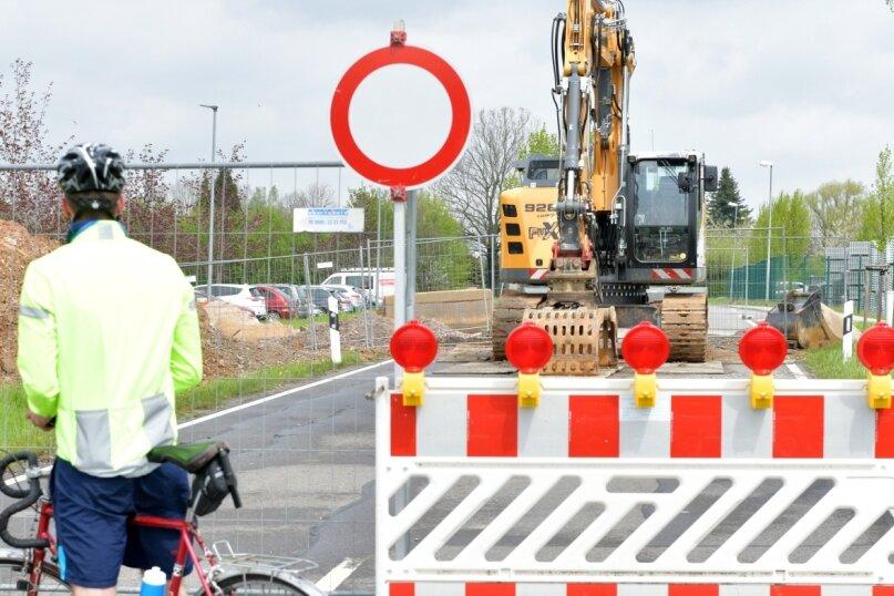 Aufgrund von Bauarbeiten ist die Langhennersdorfer Straße am Ortseingang von Großschirma, Höhe der Firma Alfix, noch bis zum 21. Mai für den Verkehr gesperrt.