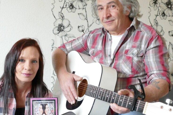 Wenn Antonia Böttcher singt, wird sie oft von Caliendo Corrado und seiner Gitarre unterstützt.