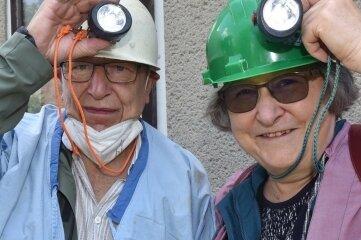 Geleucht auf: Den Alte Hoffnung Erbstolln besuchten Bettina und Wolfgang Schubert aus Oelsnitz.